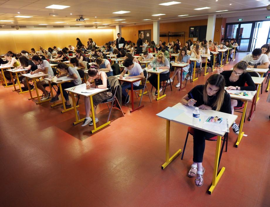 C'est dans le calme et sans retard que les candidats ont planché, mercredi matin, sur la philo, ici au lycée Estienne d'Orves, à Nice.