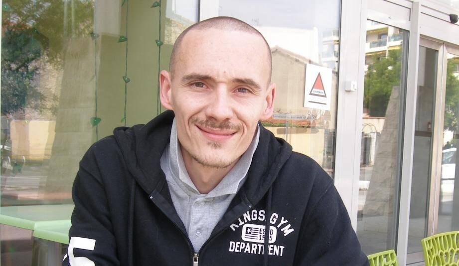 Sébastien Piat a aussi écrit un livre « Mon combat contre la leucémie » vendu 15 euros sur son site Internet.