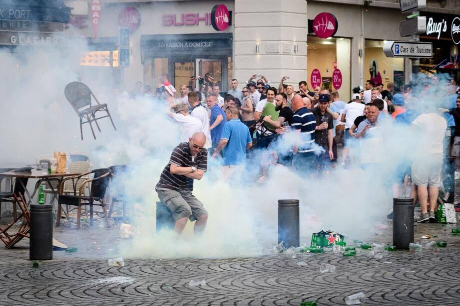 Les forces de l'ordre ont dû disperser les supporters à coups de lacrymogènes.