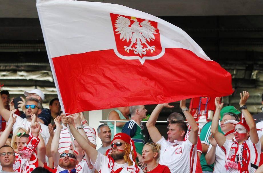 Les supporters polonais lors du match Pologne-Irlande du Nord.