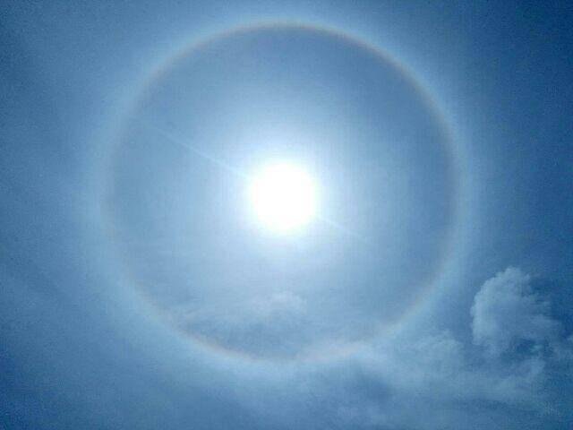 Un halo a été observé ce jeudi autour du soleil