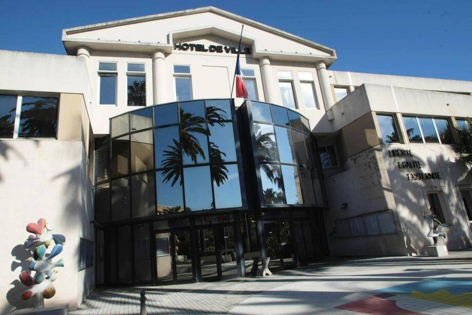 L'hôtel de ville de Vallauris et la mairie annexe de Golfe-Juan ont été la cible de vols