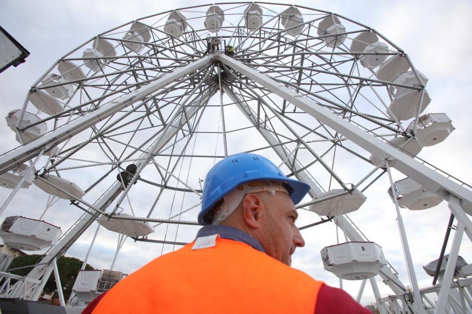 Plébiscitée à Noël, la grande roue revient sur le Pré-des-Pêcheurs cet été.