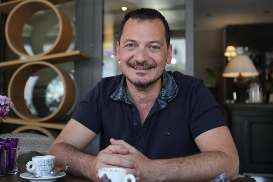 Cédric Garoyan met en scène les comédiens d'Antibea pour «Dire ce qu'on ne pense pas dans des langues qu'on ne parle pas», à partir de ce soir à Antibea.