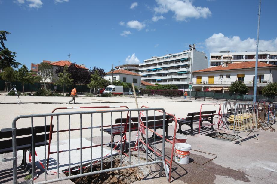 Trois ombrières sont en cours d'installation le long de l'avenue du Général-Leclerc.