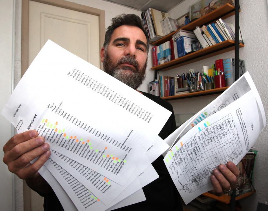 Plusieurs dizaines de signatures, dont celle d'Osvaldo Spagnolo, ont été récoltées sur la pétition demandant le maintien du professeur Sébastien Moll au club de tennis des Vespins de Saint-Laurent-du-Var.