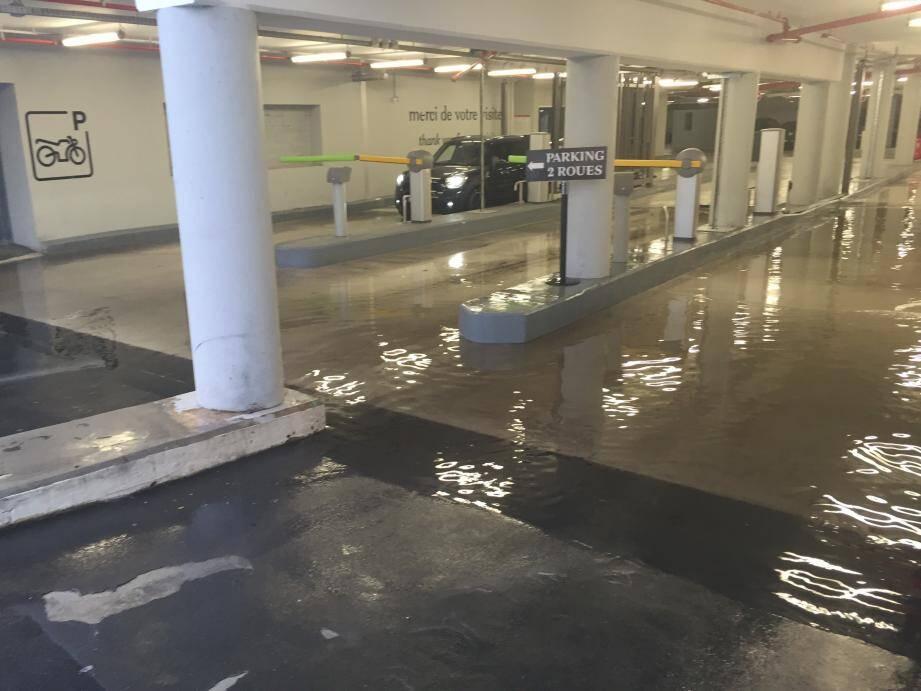 Cinq centimètres d'eau dans les parkings sous le Guetteur le jeudi 9 juin: peu pour Polygone, trop pour l'Adéfha.