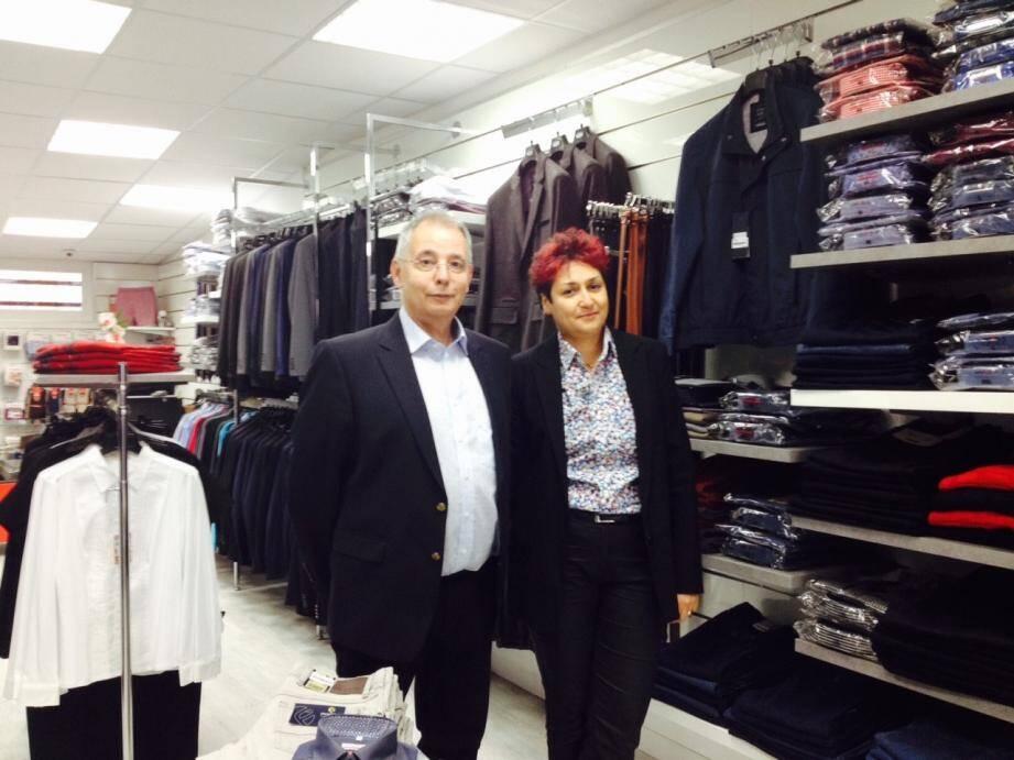 Luna Tassi et Philippe Carbonie, heureux de retrouver leur boutique après les intempéries.