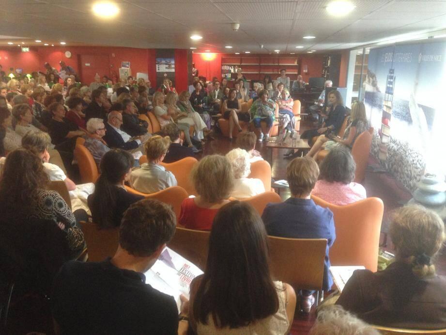 Elle participait à une rencontre des Jeudis littéraires, animée par l'écrivain Aurélie de Gubernatis, devant de très nombreux lecteurs.