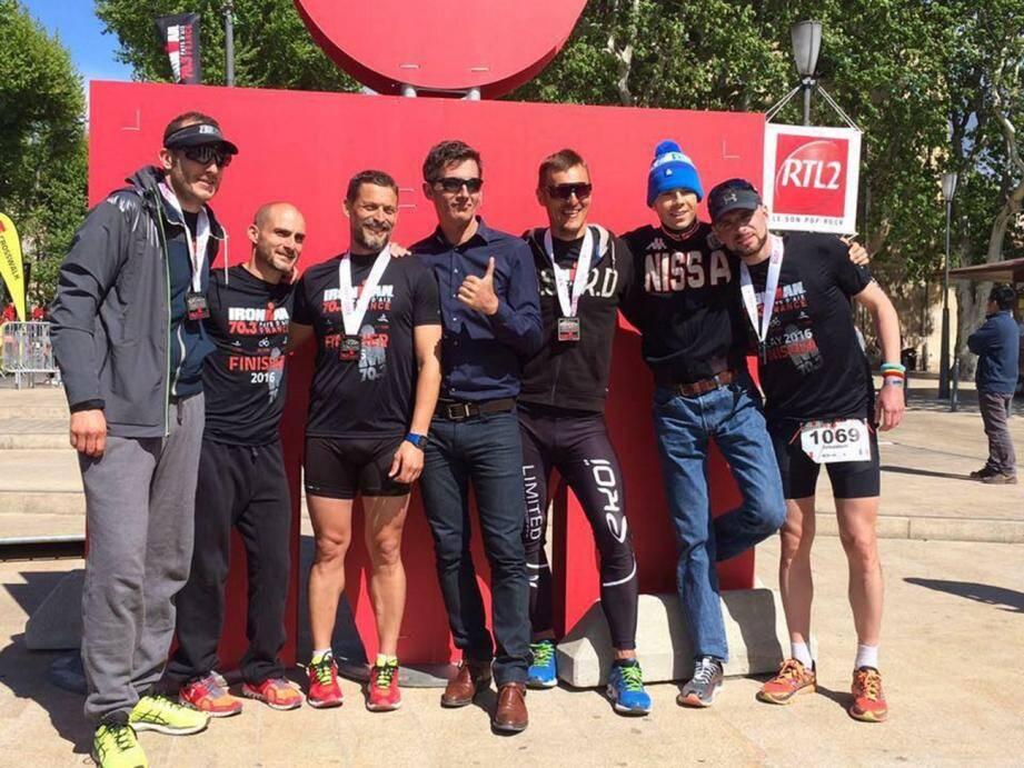 Le Team Nissa Triathlon, sponsorisé par les coureurs cyclistes Thibaut Pinot et Arthur Vichot. De gauche à droite: François Olant, Sébastien Sereno, Vincent Isaia, le coach J-B Ripoll, Jorick Picco, Julien Gilles et Sébastien Brun.