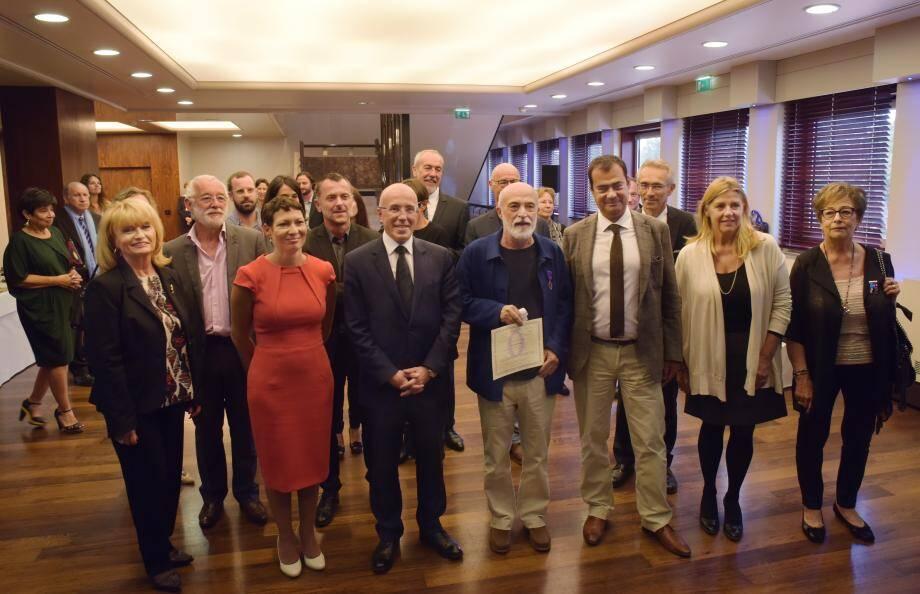 Christian Jacomino (à gauche d'Éric Ciotti), président du conseil départemental a été fait Chevalier des Palmes académiques.