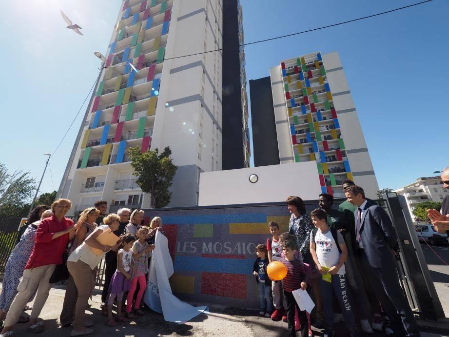 La fresque faite par les habitants des tours « Mosaïques » a été dévoilée lundi.