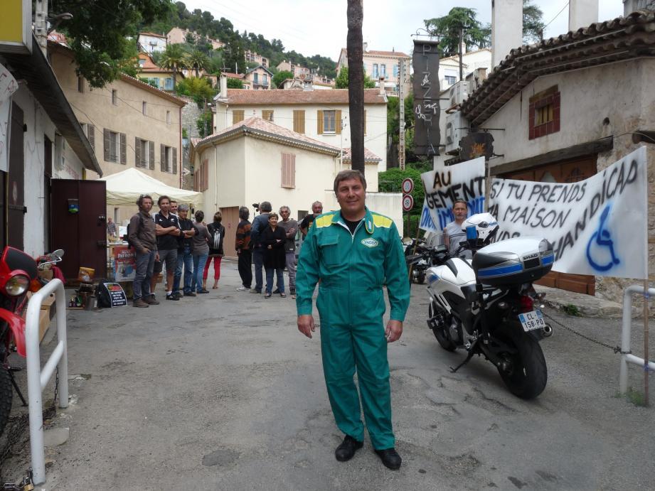 Jean-François Rebuffo et ses supporters hier matin ont sorti les banderoles.