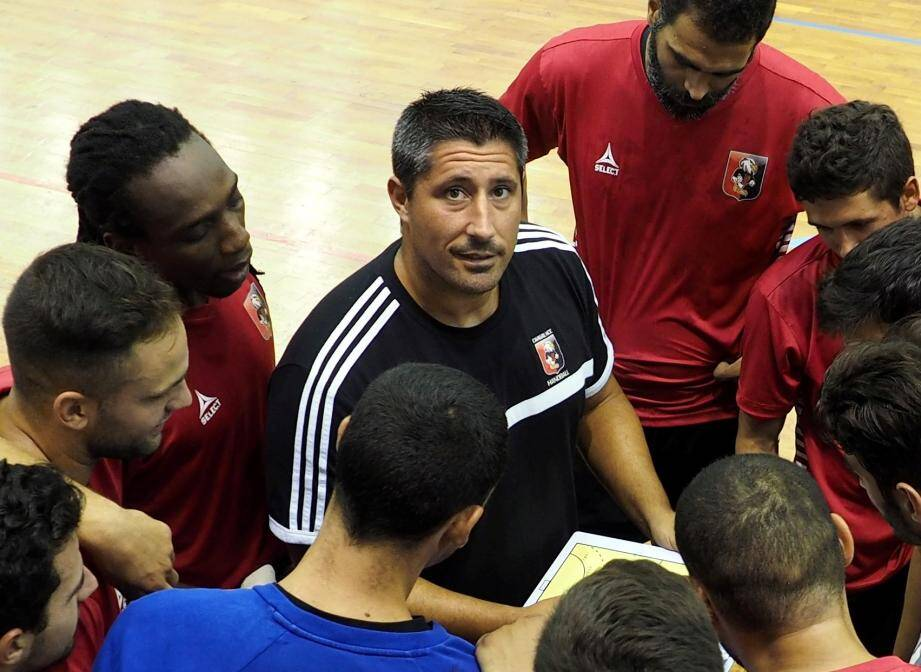 Fernandez Roura pour écrire la première ligne de son CV d'entraîneur.