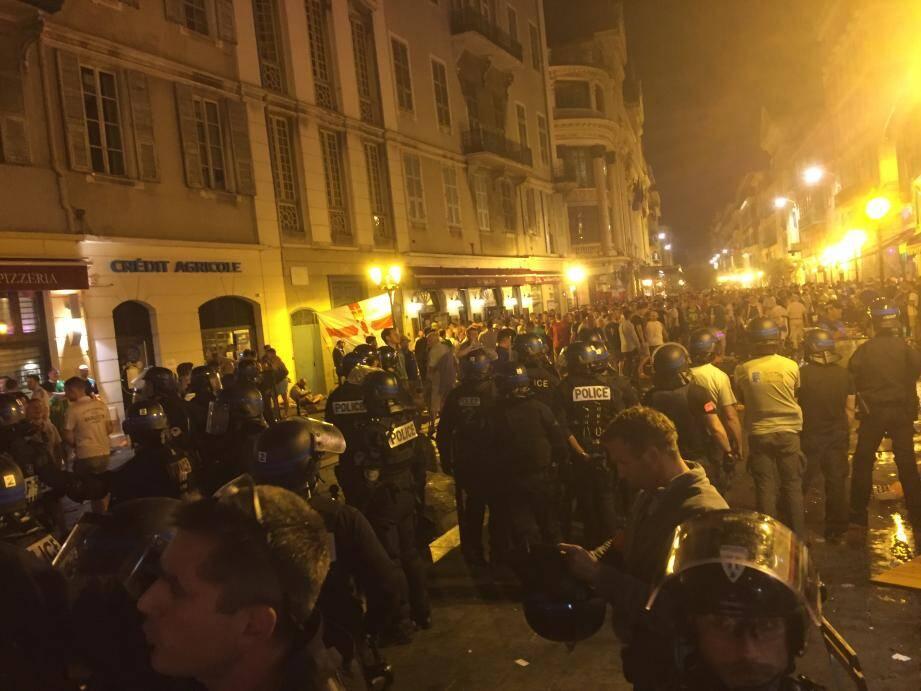 Des heurts se sont déroulés ce samedi soir dans le Vieux-Nice