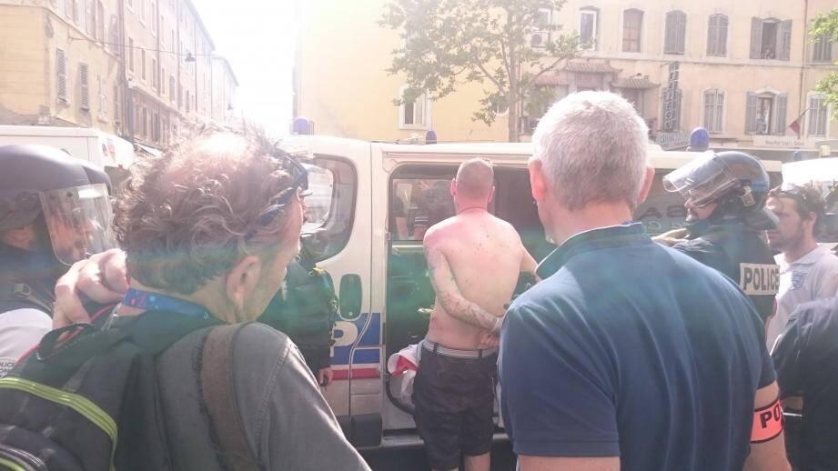 La police a encore procédé à plusieurs interpellations ce samedi après-midi