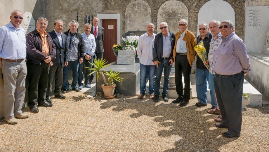 Famille, élus roquebrunois et supporteurs de l'AS Monaco ont salué les Pères du football roquebrunois.