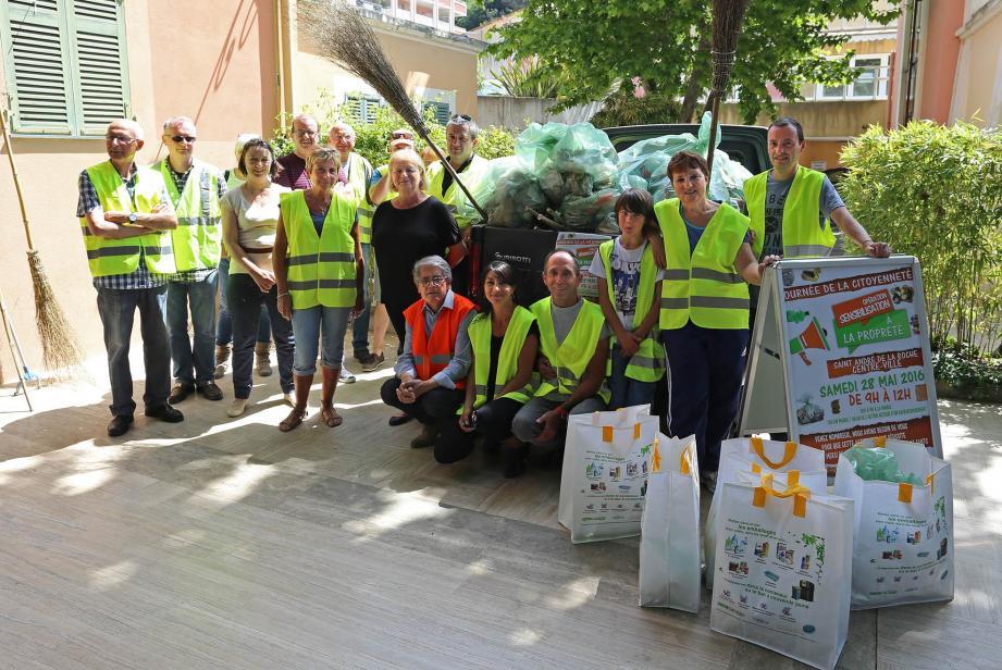 Durant près de trois heures, les bénévoles ont ramassé tout ce qui traînait. Résultat: 31 sacs poubelle (de 110l) auxquels s'ajoutent les déchets collectés séparément: emballages, verre, etc.