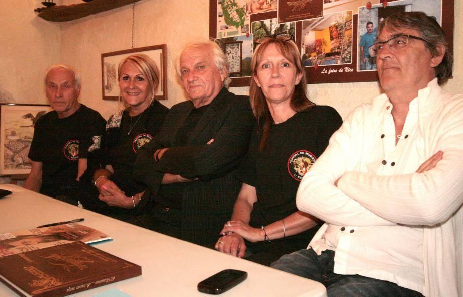 Le président Roger Barraya entouré des membres du bureau.