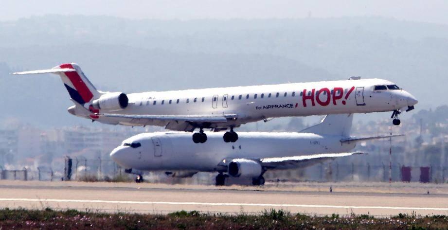 Un avion Hop! à l'aéroport de Nice