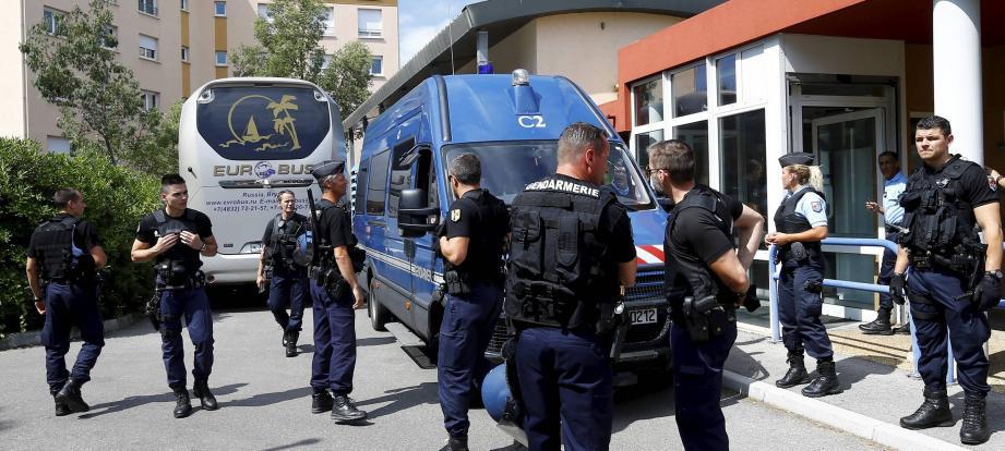 Des gendarmes lors de l'opération anti hooligans ce mardi matin.