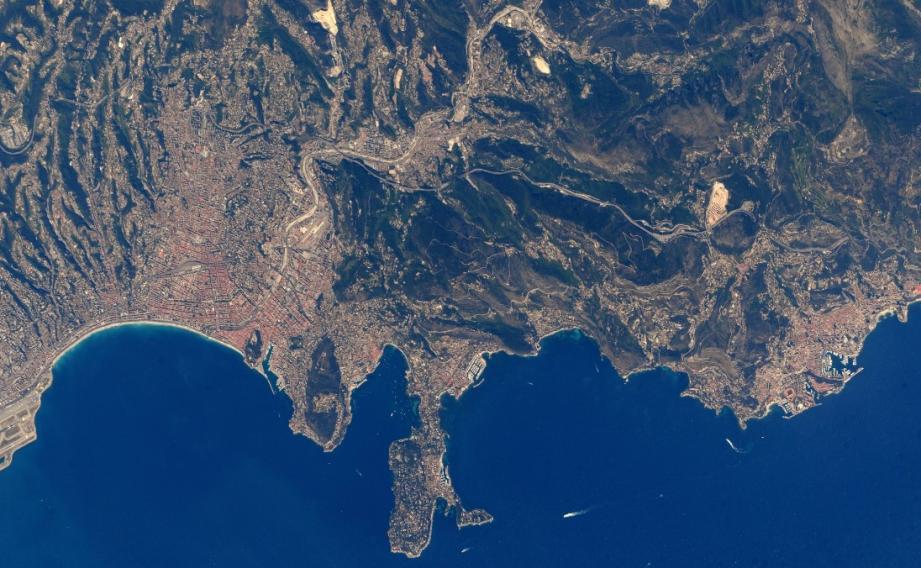 La Côte d'Azur vue de l'espace.