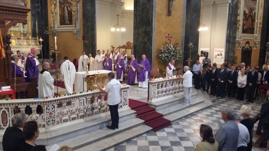 La messe à la Cathédrale Sainte Réparate.