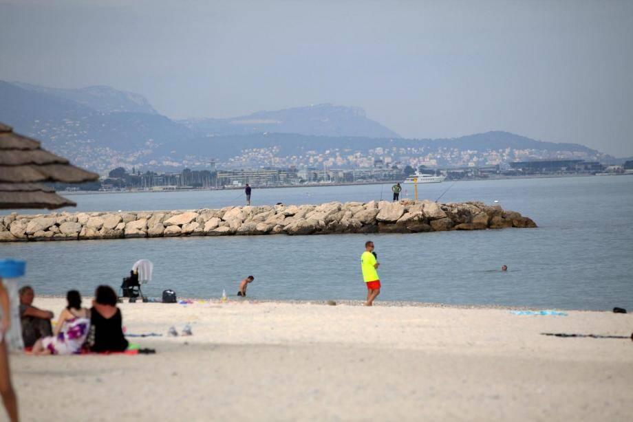 Fin d'après-midi hier, plage des Marines. C'est là que le corps venait d'être retrouvé.