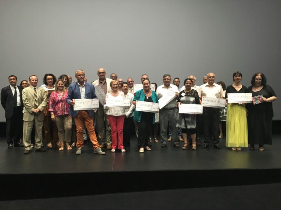 Ces associations locales ont reçu des chèques de 2 000 à 2 500 euros.(D. R.)