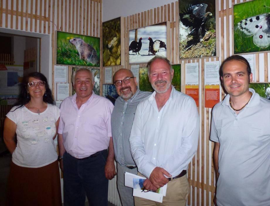 Elena Maselli chargée de mission à l'EEDD, le maire Jean-Pierre Vassallo, Riccardo Lorenzino, Christophe Viret et Aurélien Collenot, chef du service territorial Roya-Bévéra au PNM ont accompagné les visiteurs lors de l'inauguration.