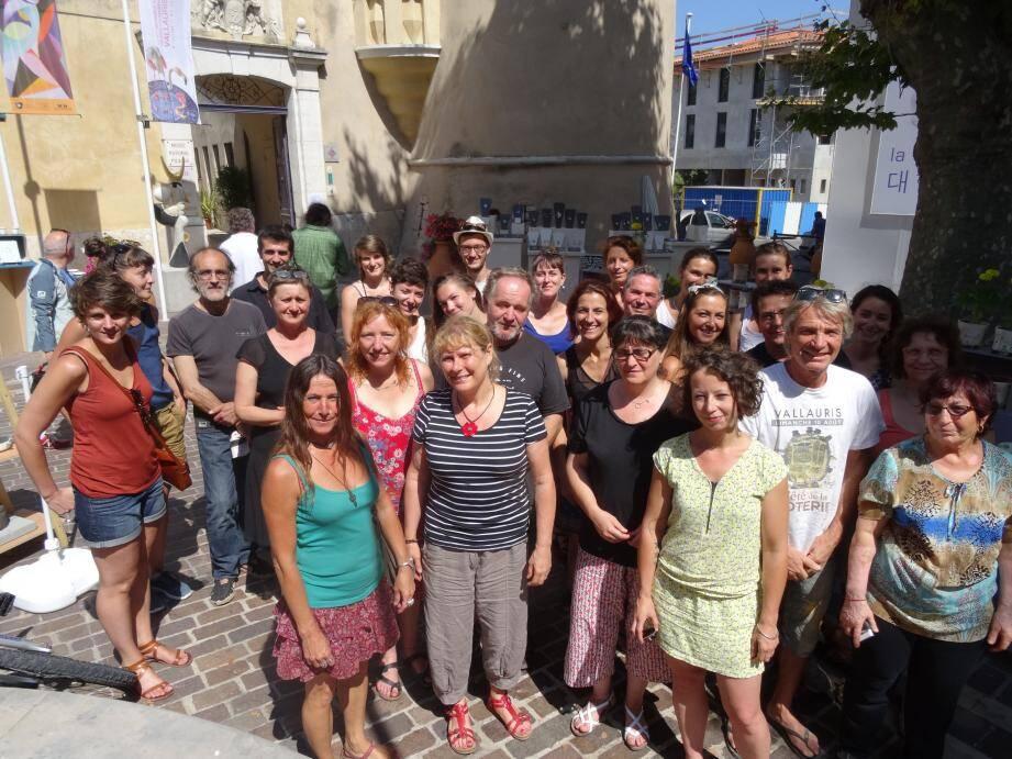 Les potiers réunis place de la Libération ont créé l'événement en parallèle de l'inauguration de la Biennale.