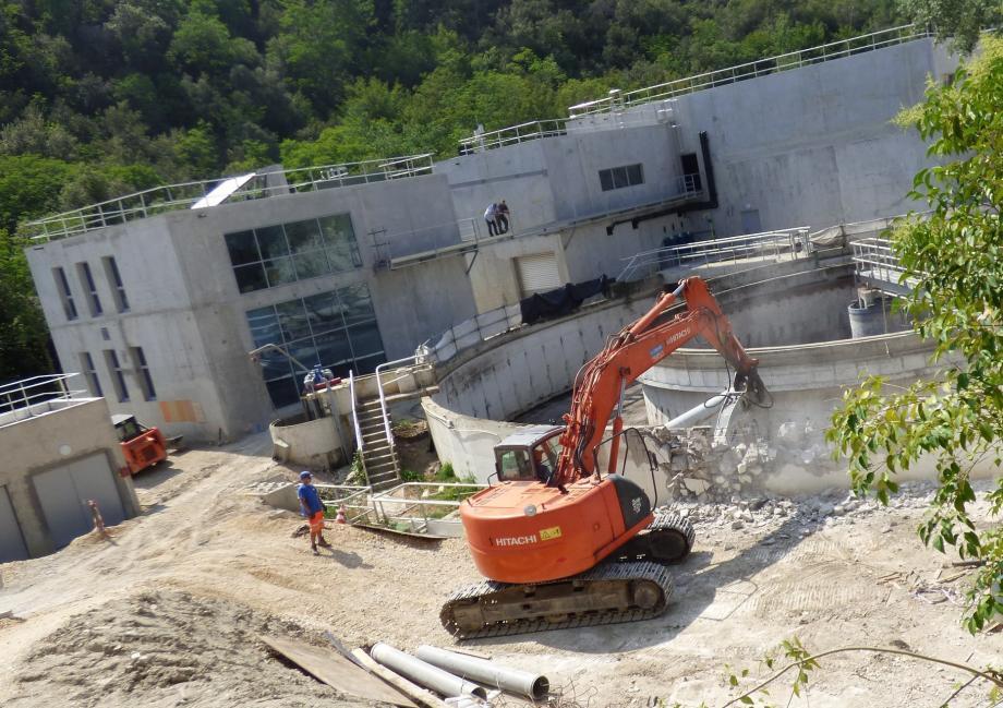 La déconstruction entamée hier doit durer une dizaine de jours.