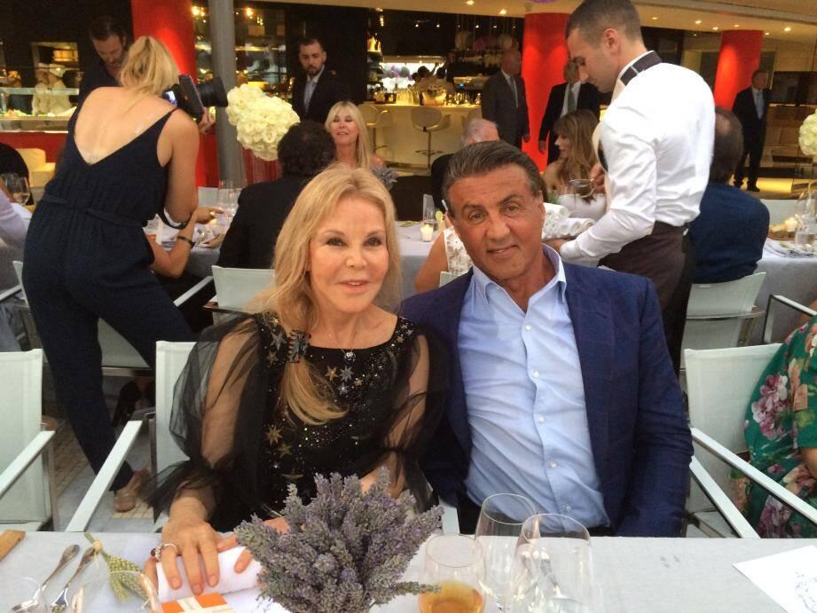 Hier soir, Victoria Oberfeld, une Californienne amie de longue date de Sylvester Stallone et résidente monégasque, a réservé une jolie surprise à l'acteur américain.