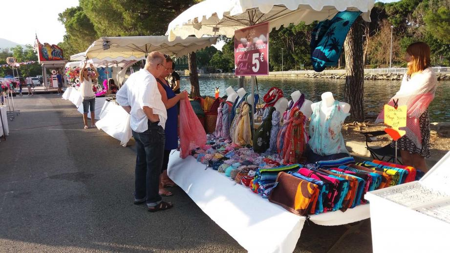 Vêtements, bijoux, objets décoratifs, produits du terroir ou de beauté...  jusqu'à fin août, sur les bords de Siagne.