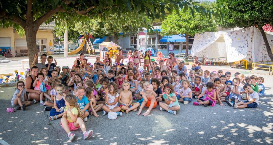 Les bambins de 3-6 ans sont accueillis quotidiennement à l'accueil de loisirs La Plage par une équipe d'animation conséquente.