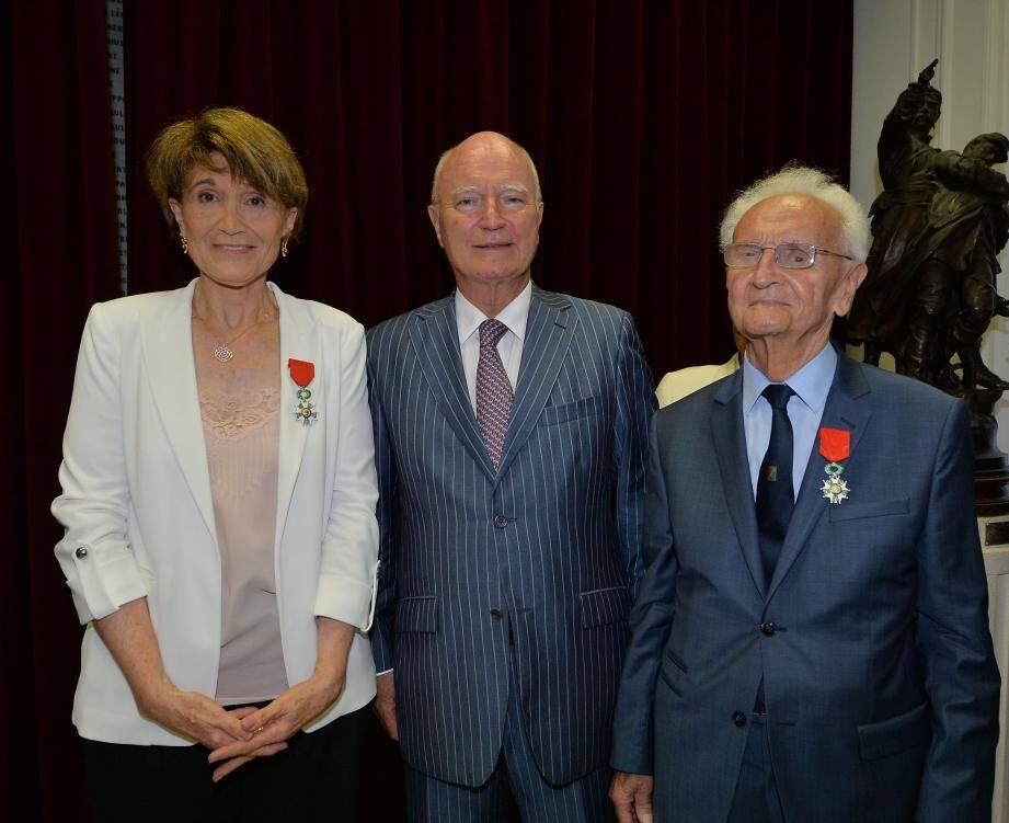 L'ambassadeur de France à Monaco, Hadelin de La Tour-du-Pin, entouré de Danielle Merlino et Francis Gastaud.