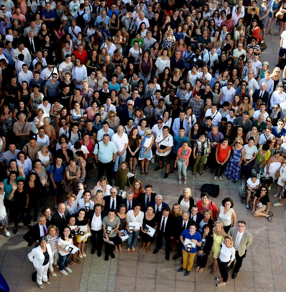 A l'issue de la séance plénière, Christian Estrosi a accueilli plus d'un demi-millier de bacheliers reçus avec la mention « Très bien » au baccalauréat 2016.