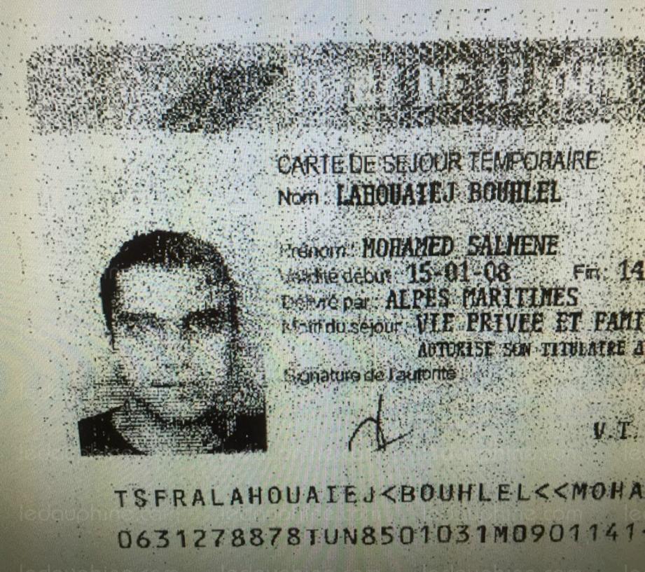 La carte d'identité de Mohamed Lahouaiej Bouhlel retrouvée dans le camion criblé de balles a conduit les enquêteurs jusqu'à deux domiciles boulevard Henri-Sappia et route de Turin. Ils ont été perquisitionnés hier matin.