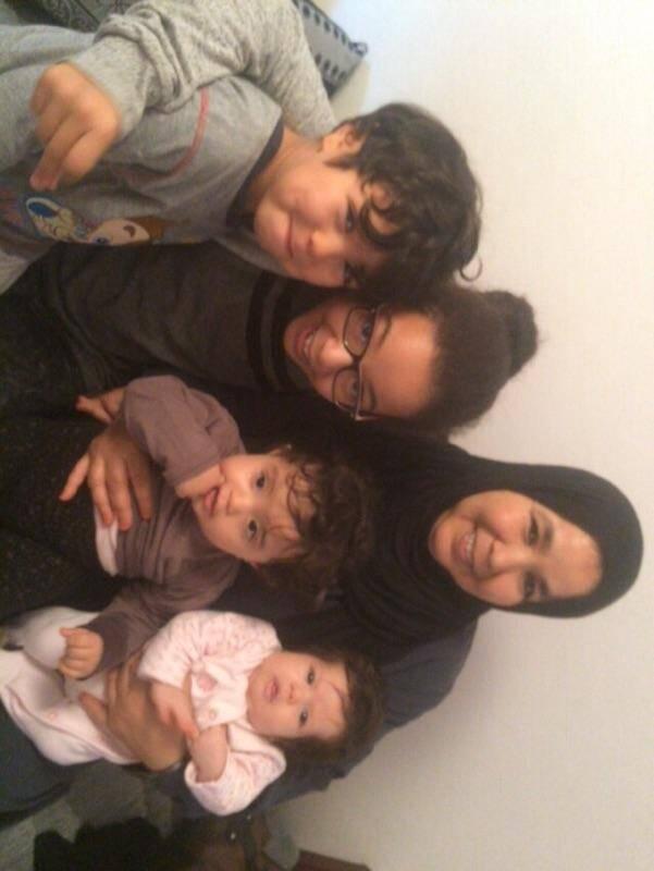 Fatima, sa fille, Yasmina et trois de ses petites-filles.(D. R.)