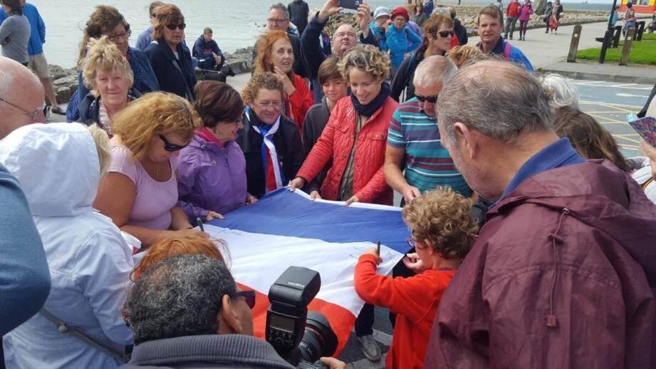 Aux portes du Connemara, les Irlandais ont rendu hommage aux victimes sur leur « prom' » à eux.