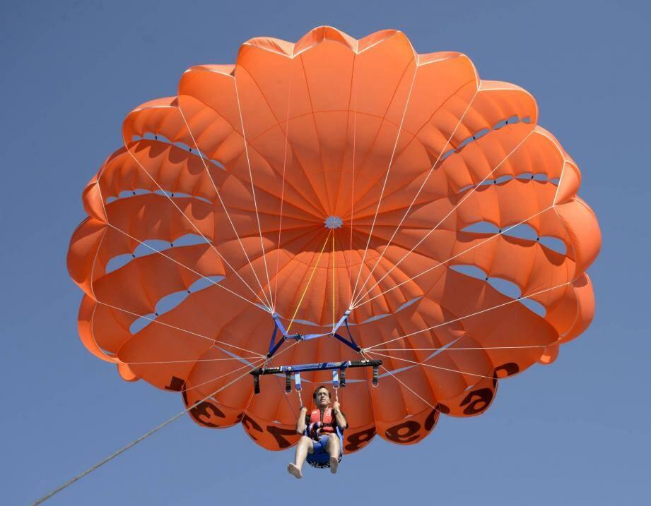 Le parachute peut atteindre une hauteur de 50 mètres en quelques secondes.  D.R.