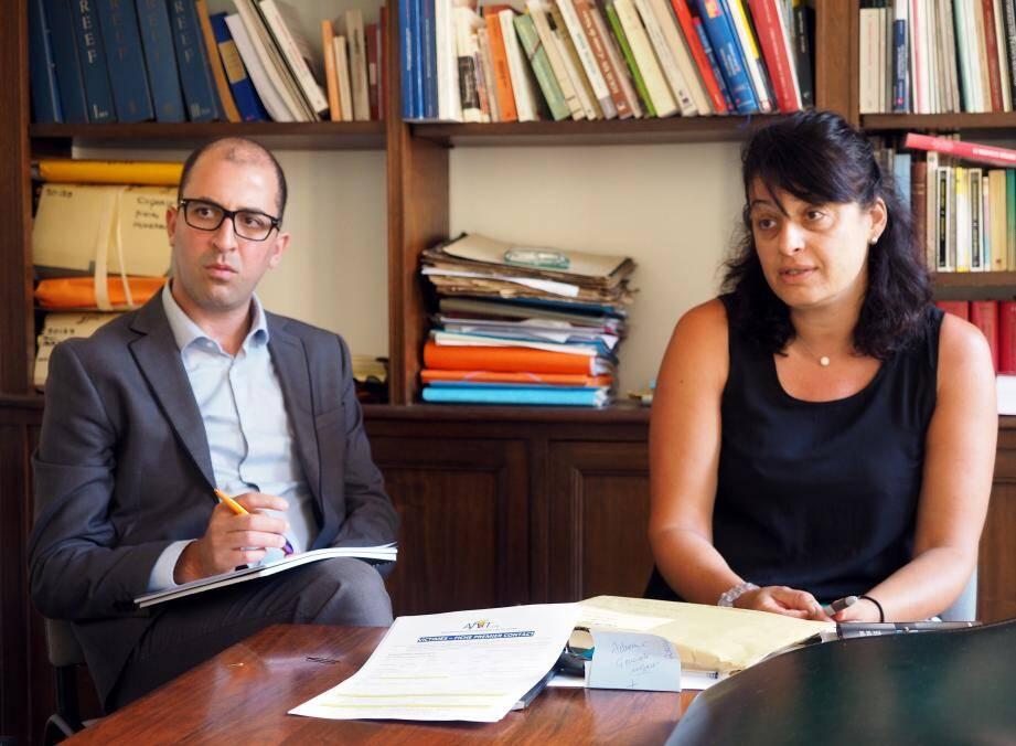 Yassine Bourouais, psychologue et Nathalie Farneti, assistance de service social, sont bénévoles au sein de l'Association des victimes des attentats. La première structure a été installée rue Tonduti-de-l'Escarène. Face à l'urgence, un nouveau local permet d'accueillir les personnes, près de la gare.
