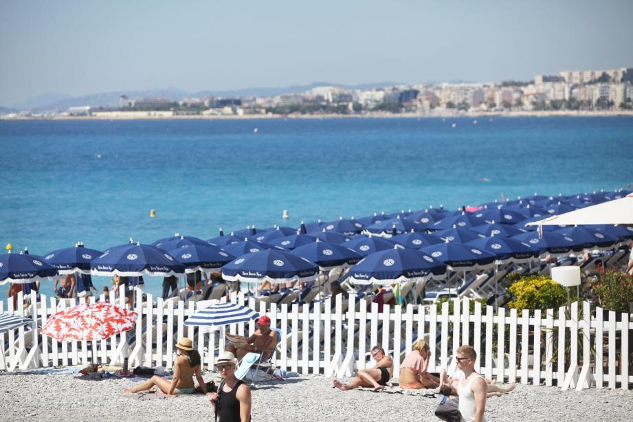 Dimanche après-midi sur la promenade des Anglais. Malgré la réouverture de leur accès, les plages du périmètre interdit depuis jeudi n'ont pas connu un week-end florissant.