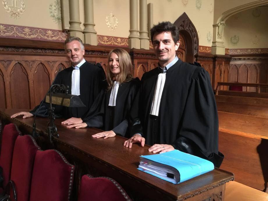 Les avocats de la défense (de gauche à droite) Me Yann Lajoux, avec Mes Auréie Chazottes et Jean Tarmalet, du barreau de Paris, espèrent obtenir la relaxe de leurs clients respectifs.