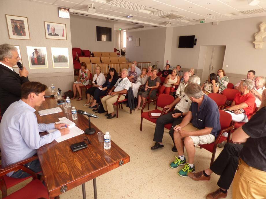 Des représentants de la plupart des comités de quartier réunis à l'invitation du maire en cette fin de semestre.