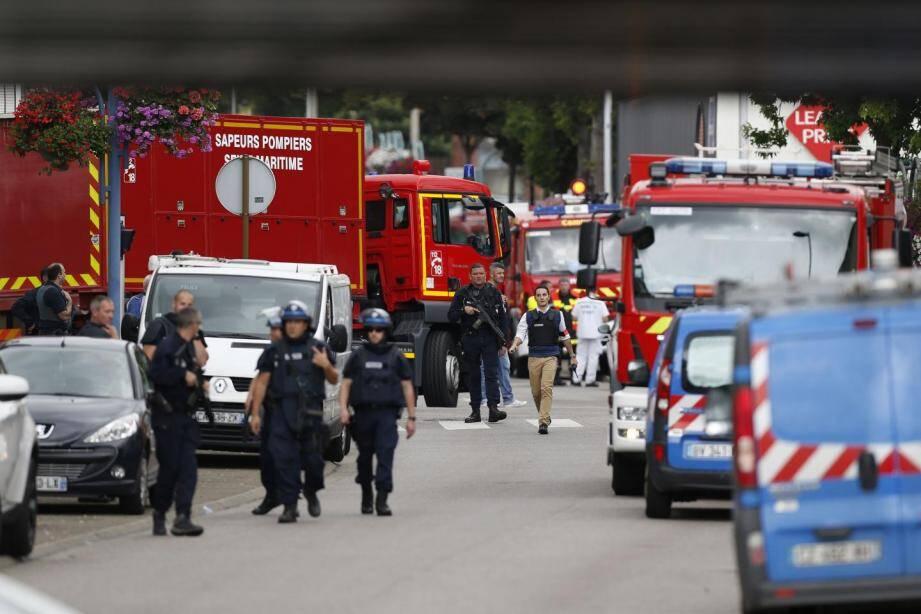 Un prêtre avait été tué et un fidèle gravement blessé,à Saint-Etienne-du-Rouvray.