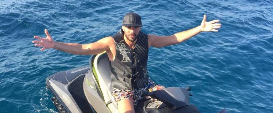 Karim Benzema sur un scooter des mers.