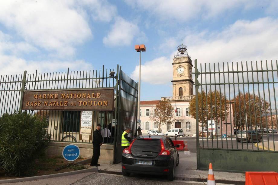 L'entrée principale de la base navale de Toulon.