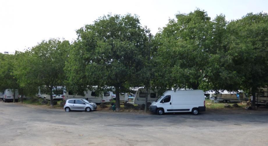 Dimanche soir, une quinzaine de caravanes se sont installées illégalement sur un terrain municipal su Plan-de-Grasse.