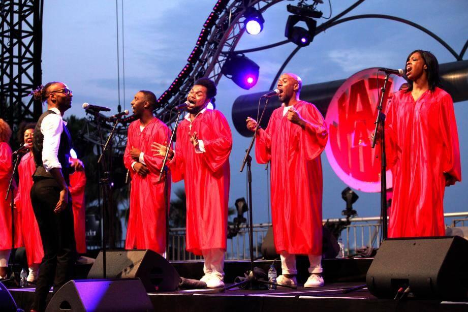 Les voix du collectif American Gospel Junior ont résonné, hier soir, dans une pinède subjuguée.x